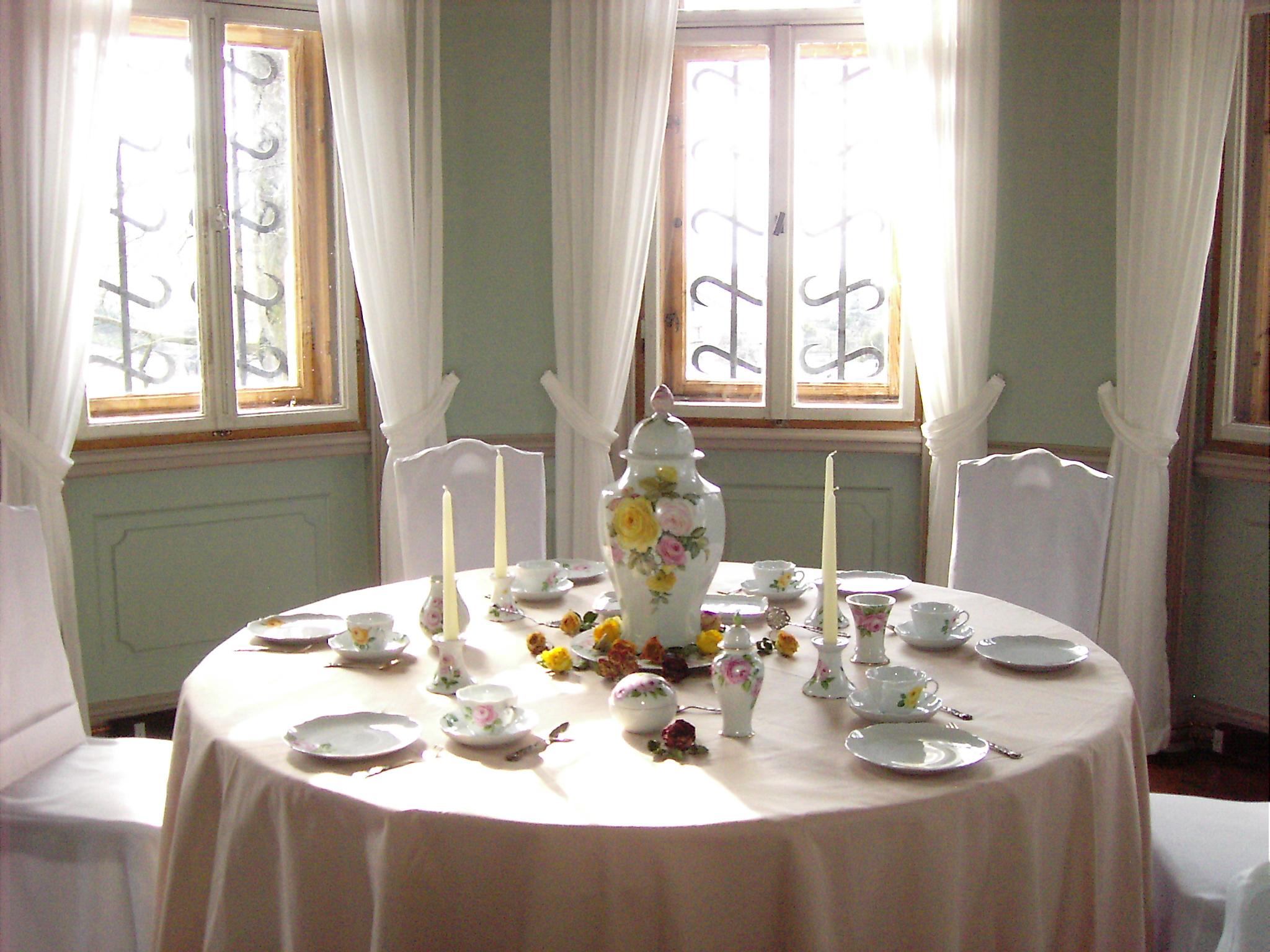 Start 17 - Porzellanzimmer - dekorierter Tisch