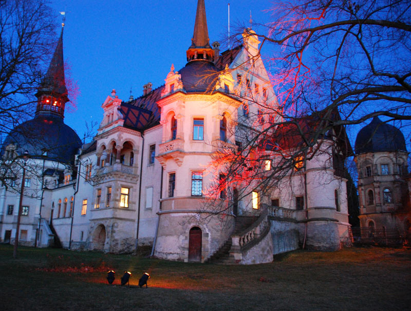 Start 02 - beleuchtetes Schloss - vom Rosengarten