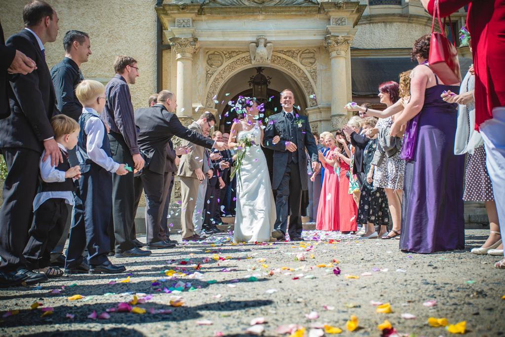 Start 13 - Hochzeitspaar im Spalier